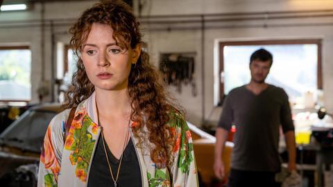 Mila (Nadja Sabersky) versteht ihren Vater Florian (Matthi Faust) nicht mehr.