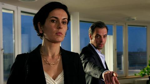 Timo (Felix Eitner) ist empört darüber, dass Susanne (Marie-Lou Sellem) ihm einfach so vor die Nase gesetzt wurde.