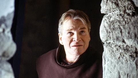 Der als Mönch verkleidete Zimmermann Johannes Keinath (Fritz Wepper) verliebt sich in die Schreinerswitwe Sylvia Hanselmann (Saskia Vester).