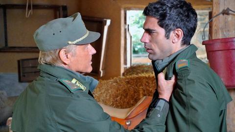 Die Lage spitzt sich zu. Pietro (Terence Hill, links) spürt, dass ihm Tommaso (Tommaso Ramenghi) verschweigt, wo sich Natasha aufhält.