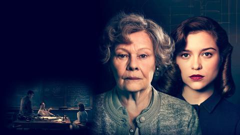 """""""Geheimnis eines Lebens"""" erzählt die Geschichte einer enttarnten KGB-Spionin auf, die im Vereinigten Königreich in den 1990er-Jahren für Schlagzeilen sorgte. Joan (Judi Dench, li.) und die junge Joan (Sophie Cookson)."""