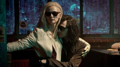Liebende seit hunderten von Jahren: Die Vampire Adam (Tom Hiddleston) und Eve (Tilda Swinton).