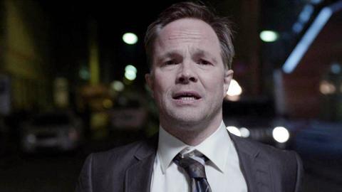 Peter Verås (Jon Øigarden) hat zuviel herausgefunden und wird unter Druck gesetzt.