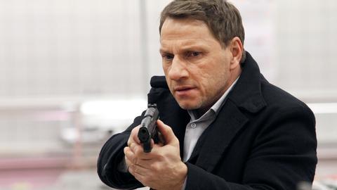 Thorsten Lannert (Richy Müller) versucht zu verhindern, dass der Überfall im Supermarkt eskaliert.