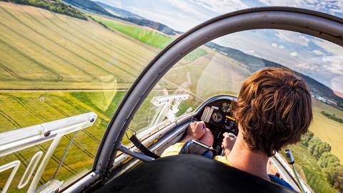 Sicht aus dem Cockpit eines Segelfliegers