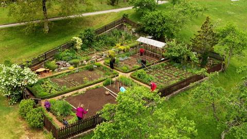 Früher ein klassischer Bauergarten - heute auch ein Platz zum Erholen für die Familie Mogel im Kleinen.
