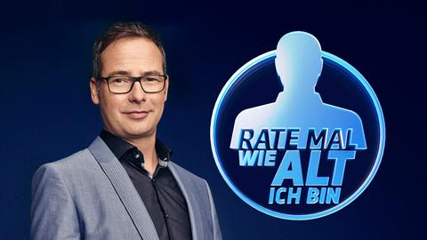 Matthias Opdenhövel mit Logo der Sendung.