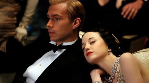 Ihre Liebe - Skandal und Jahrhundert-Romanze: Wallis Simpson (Andrea Riseborough) und König Edward VIII. (James D'Arcy).