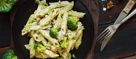 Wholegrain Pasta with broccoli and walnuts cream.