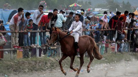Traditionellen Pferderennen in den Gayo Highlands in Aceh.