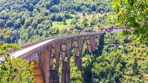 Brücke über Tara Schlucht in Montenegro