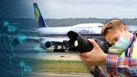 Ein junger Mann mit Maske und DSLR im Vordergrund, im Hintergrund ein Jumbo.