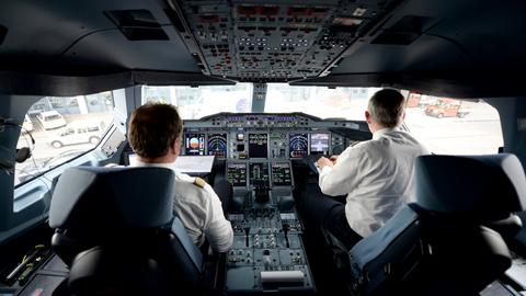 Pilot Lufthansa Cockpit