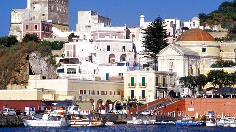 Blick auf den Hafen der Insel Ponza.