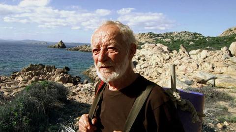 Mauro Morandi auf der Mittelmeerinsel Budelli.