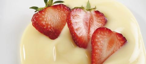 Vaniellecreme mit Erdbeeren