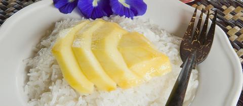 Süße Nachspeise, Sticky Rice, Klebreis, mit Mango.