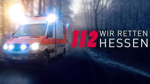 """112-Logo mit """"Wir retten Hessen""""-Schriftzug und verschwommenen Blaulichtern"""
