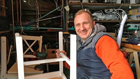 Wieslaw repariert deutschen Sperrmüll und verkauft ihn