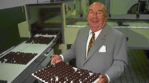 Hans Imhoff gründete 1947 die Imhoff Schokoladen- und Pralinen GmbH, die Anfang der 70er Jahre die Stollwerk AG in Köln übernommen hat. Mit dem gesundheitsbedingten Ausstieg des Schoko-Königs endet 2002 schließlich die Ära Imhoff.