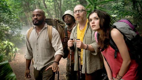 Im dichten Urwald lauern Gefahren: Bergführer Joseph (Bongo Mbutuma) mit Joschka (Simon Schwarz) und Paula (Caroline Hartig).