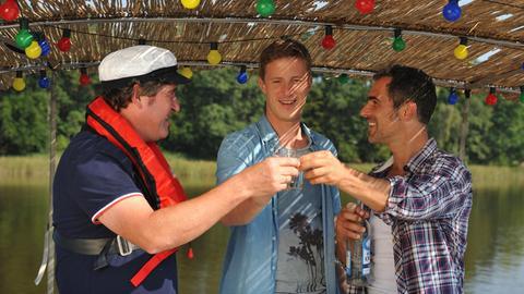 Henner (Stephan Szász), Simon (Gabriel Merz) und Finke (Golo Euler) haben nicht nur Spaß miteinander, sie werden auf dem Hausboot auch zu echten Freunden.