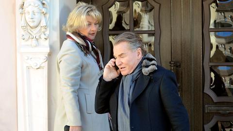 Nach langen Jahren begegnet Peter Lindburg (Fritz Wepper) seiner alten Liebe Sabine Arnhold (Saskia Vester) wieder.