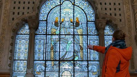 Das Fenster im Kaiserpavillon im Bahnhof von Metz zeigt Karl den Großen