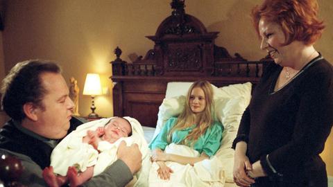 Drei Särge und ein Baby