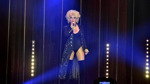 Die legendäre Jutta P. moderiert die Show!