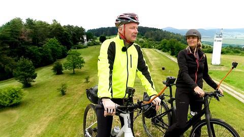 """""""herkules""""-Moderatorin Susanne Barfuß fährt bei einer vom ADAC geführten Tour mit."""