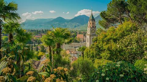 Die beliebte Urlaubsregion Südtirol liegt eingebettet zwischen Ostalpen und Dolomiten.