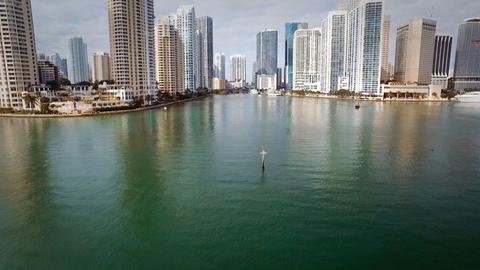 Hier mündet der Miami River in den Atlantik und hier zeigt sich auch Miamis Bauboom.