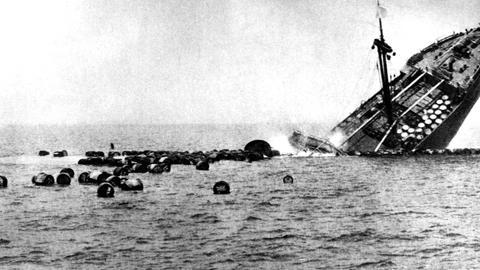 Der zweite Weltkrieg: Ein Schiff in der Nordsee - von Torpedos getroffen