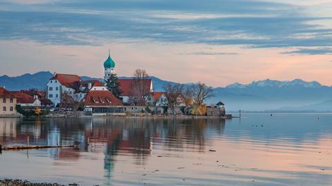 Halbinsel mit der Pfarrkirche St. Georg  am Bodensee