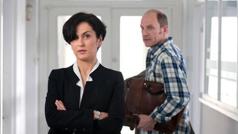 Hanna (Marie-Lou Sellem) und Martin Jens (Götz Schubert) versuchen Ehe und Beruf unter einen Hut zu bringen.