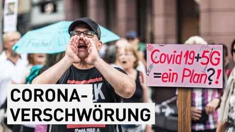 Ein Demonstrant auf einer Demonstration gegen die Corona-Maßnahmen.