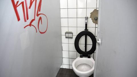 Eine verschmutzte Toilette