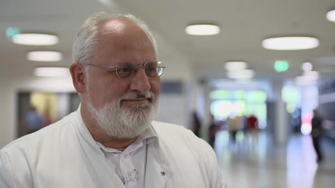 """Prof. Jürgen Schäfer, Chefarzt im """"Zentrum für seltene Krankheiten"""" in Marburg"""
