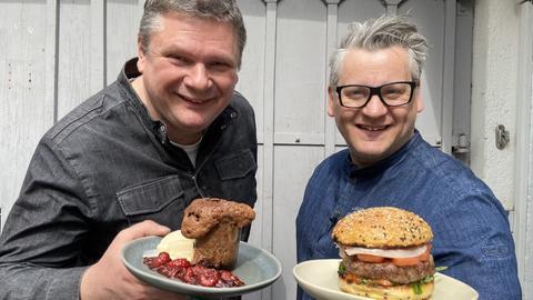 Bernd Siefert mit Souffle und Klaus Breinig mit Burger.