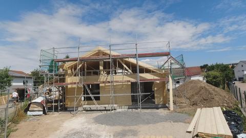 Blockhaus mit Gerüst