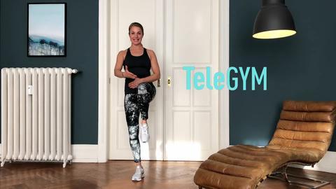 Michaela Holle führt eine Workout-Übung aus.