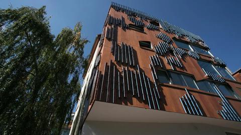 29 Quadratmeter großes Mini-Haus mit fünf Stockwerken in Frankfurt-Sachsensenhausen.