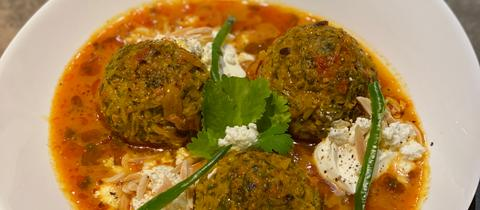 Kuftheh (persische Lammhackbällchen) an Tomaten-Safran-Brühe