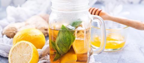Orangen-Basilikum-Minz-Limonade