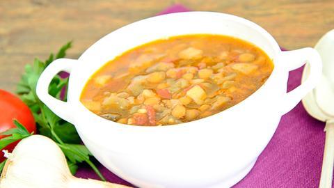 Eintopf in Suppenschüssel
