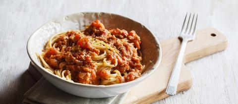 Teller mit Spaghetti und veganer Bolognese - imago0069747808h