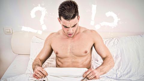 Mann sitzt im Bett und schaut unter seine Bettdecke rechts und links neben seinem Kopf sind Fragezeigen und Ausrufezeichen