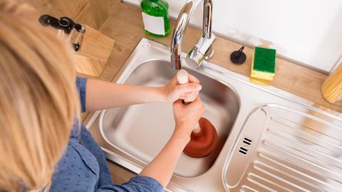 Abfluss am Waschbecken ist verstopft