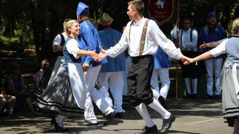 Besucher des Euopeade-Festivals 2018 in Portugal beim Tanz.